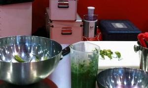 Risotto con puntarelle, baccalà mantecato, puntarelle e melagrano di Dosolina Casali - Cucina Semplicemente