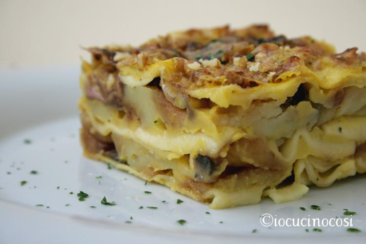 Lasagna con funghi, patate, noci e crema di zucca